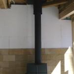 ⑤不燃材内壁の裏に通気層をつけています。タイルの上部分は、これから仕上がります。