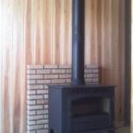 ①炉台、炉壁はレンガで施工。